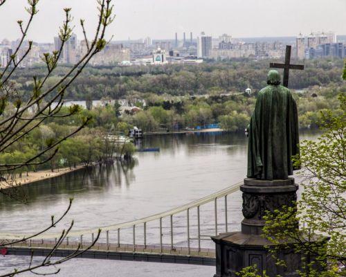 Prince Volodymyr le grand monument sur Dnipro à Kiev