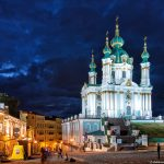 St. Andrew à Kiev dans la nuit